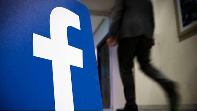 Mark Zuckerberg first Facebook live chat