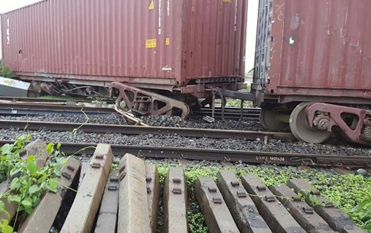 goods train derailed in Dahanu