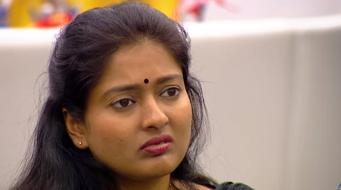 Bigg Boss Tamil Gayathri thrashes Suja for acting like Oviya