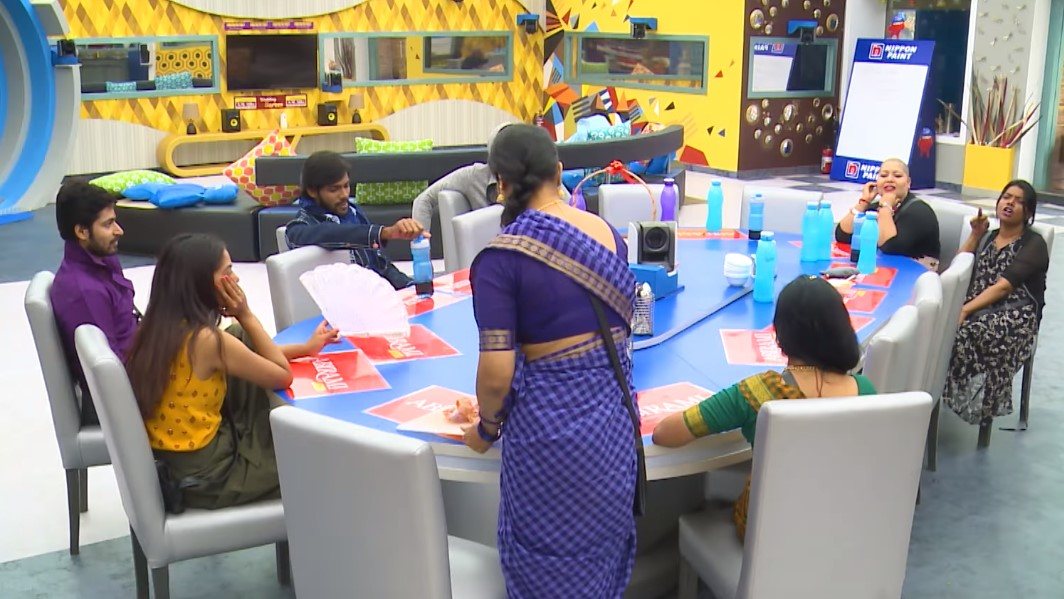 Bigg Boss Tamil Update Oviya's questions to Aarav