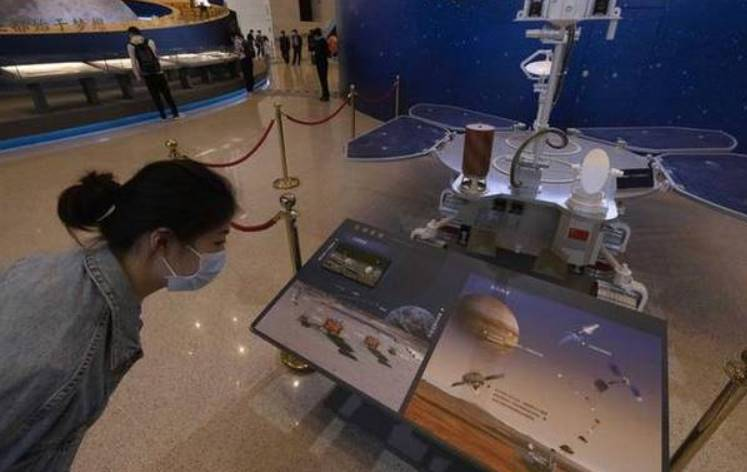 Chinese spacecraft makes successful landing on Mars