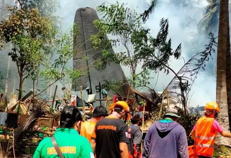 Philippine plane explodes in crash while landing: 29 dead, 50 rescused